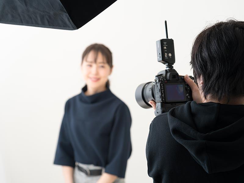 会員様の魅力を最大限に引き出すプロフィール作成を目指し、BiviMarryの会員様には追加料金なしでプロのカメラマンによる撮影をご用意しております。